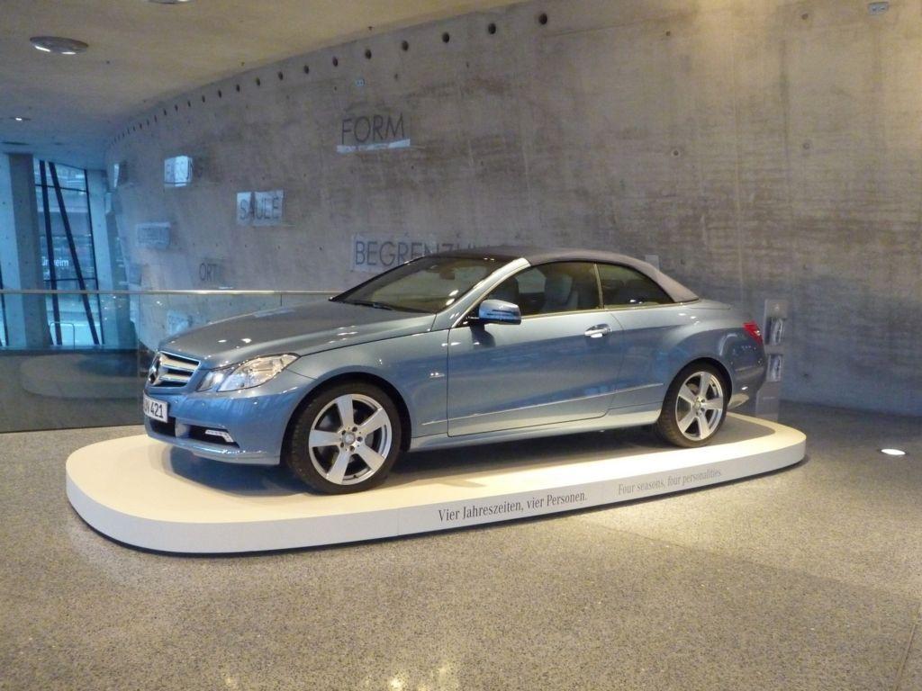 Mercedes-Benz Welt, Architektur-Wettbewerb 1024 eklassecabrioimmuseum stuttgart