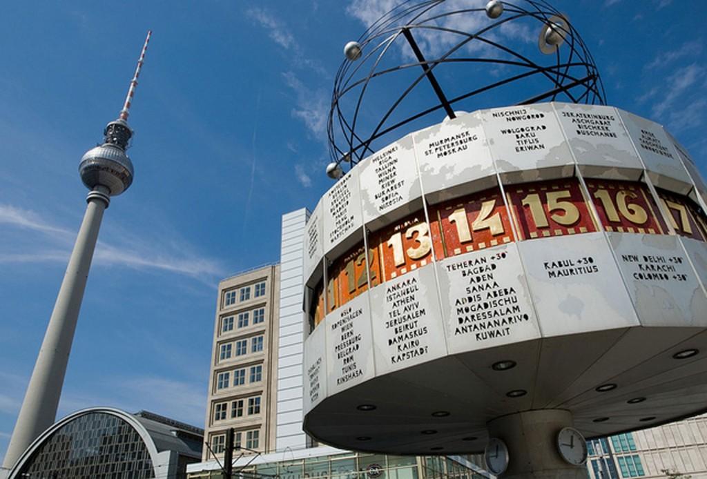 Design Berlin: die besten Shoppingtipps 1500 Berlin Alexanderplatz Weltzeituhr und Fernsehturm