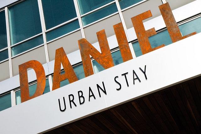 """""""Hotel Daniel bietet luxuriöses und elegantes Design an, während Licht und Räume ein Gefühl des Komforts schaffen. Sein Innenarchitektur ist einen klugen Luxus."""""""