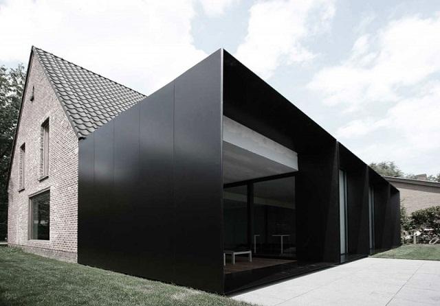 """""""Studio Graux & Baeyens Architecten hat vor kurzem das DS Projekt abgeschlossen. Die Architekten haben dieses alten Farmhaus in Destelbergen renoviert und erweitert.""""  Wohntrends: Hausanbau und Renovierung in Belgien Hausanbau und Renovierung in Belgien Architektur und Design Wohn DesignTrend 02"""
