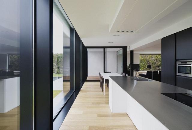 """""""Studio Graux & Baeyens Architecten hat vor kurzem das DS Projekt abgeschlossen. Die Architekten haben dieses alten Farmhaus in Destelbergen renoviert und erweitert.""""  Wohntrends: Hausanbau und Renovierung in Belgien Hausanbau und Renovierung in Belgien Architektur und Design Wohn DesignTrend 06"""