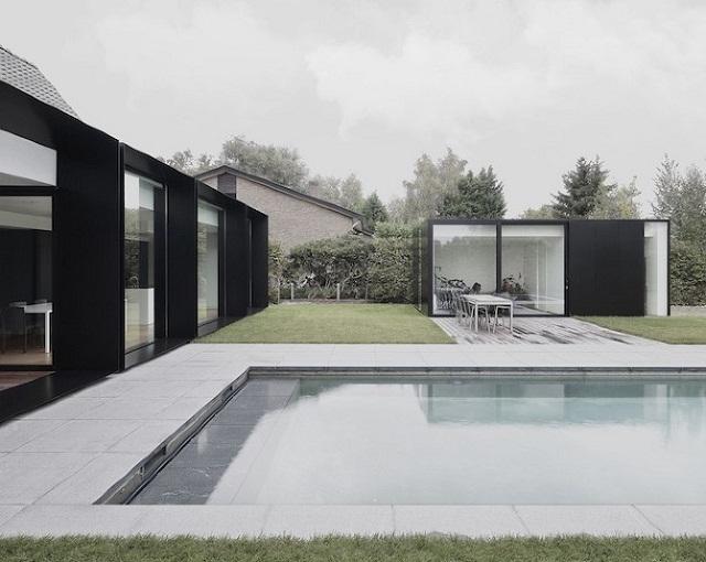 """""""Studio Graux & Baeyens Architecten hat vor kurzem das DS Projekt abgeschlossen. Die Architekten haben dieses alten Farmhaus in Destelbergen renoviert und erweitert.""""  Wohntrends: Hausanbau und Renovierung in Belgien Hausanbau und Renovierung in Belgien Architektur und Design Wohn DesignTrend 09"""