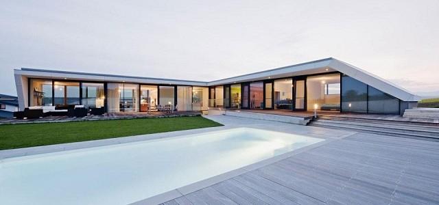 """""""L-House von Architects Colletive, eines schönes Wohntrend. Die L-förmige Gebäude liegt an einem Südwesthang mit Blick auf die hügelige Landschaft der Umgebung."""""""