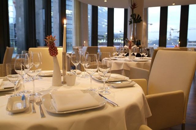 """""""Einige den besten Restaurants in Berlin, um viel Spaβ zu haben. Freut ihr mit der Dekoration, den Wohntrends, den Leuchten, Lampen und dem Möbeldesign.""""  Beste Restaurants in Berlin Restaurant44 Berlin Luxus und trendige Pl  tze Wohn DesignTrend 11"""
