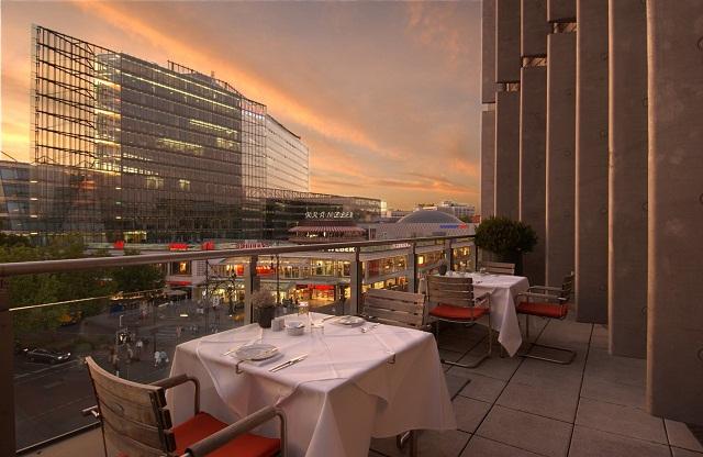 """""""Einige den besten Restaurants in Berlin, um viel Spaβ zu haben. Freut ihr mit der Dekoration, den Wohntrends, den Leuchten, Lampen und dem Möbeldesign.""""  Beste Restaurants in Berlin Restaurant44 Berlin Luxus und trendige Pl  tze Wohn DesignTrend 12"""