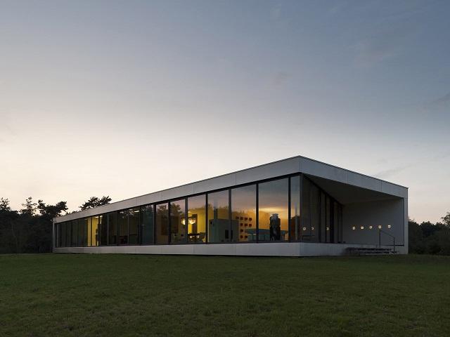 """""""Das Bridge House von 123DV präsentiert eine moderne Architektur und Design. Es ist ein Wohntrend für die grüne Dekoration, die sich auf der Natur inspiriert.""""  Wohntrends: Bridge House von 123DV Wohntrends Bridge House von 123DV Architektur und Design Wohn DesignTrend 03"""