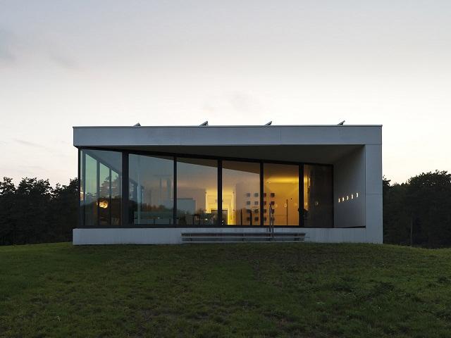 """""""Das Bridge House von 123DV präsentiert eine moderne Architektur und Design. Es ist ein Wohntrend für die grüne Dekoration, die sich auf der Natur inspiriert.""""  Wohntrends: Bridge House von 123DV Wohntrends Bridge House von 123DV Architektur und Design Wohn DesignTrend 04"""