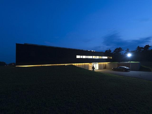 """""""Das Bridge House von 123DV präsentiert eine moderne Architektur und Design. Es ist ein Wohntrend für die grüne Dekoration, die sich auf der Natur inspiriert.""""  Wohntrends: Bridge House von 123DV Wohntrends Bridge House von 123DV Architektur und Design Wohn DesignTrend 06"""
