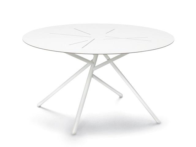 """""""Freuen Sie sich mit diesen modernen, stilvollen und schönen Couchtische. Fügen Sie Ihre Wohnaccessoires mit diesen erstaulichen Dekorstücke zusammen.""""  Dekoideen: moderne, stilvolle und schöne Couchtische dedon mangrove coffee table marke wohndesigntrend 01"""