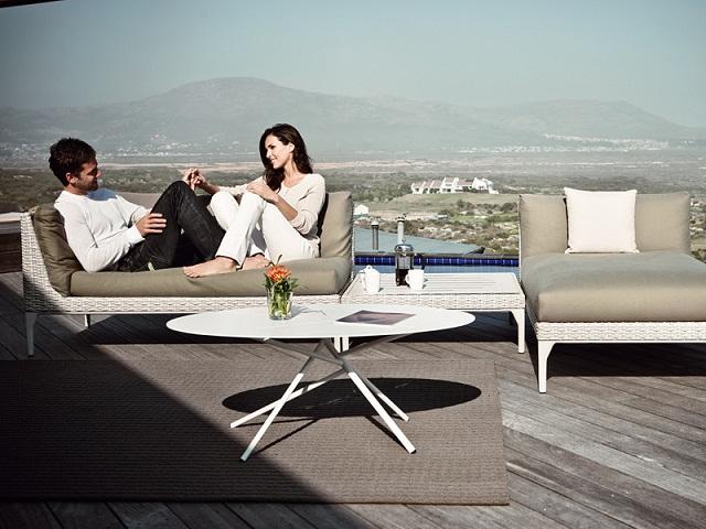 """""""Freuen Sie sich mit diesen modernen, stilvollen und schönen Couchtische. Fügen Sie Ihre Wohnaccessoires mit diesen erstaulichen Dekorstücke zusammen.""""  Dekoideen: moderne, stilvolle und schöne Couchtische dedon mangrove coffee table marke wohndesigntrend 02"""