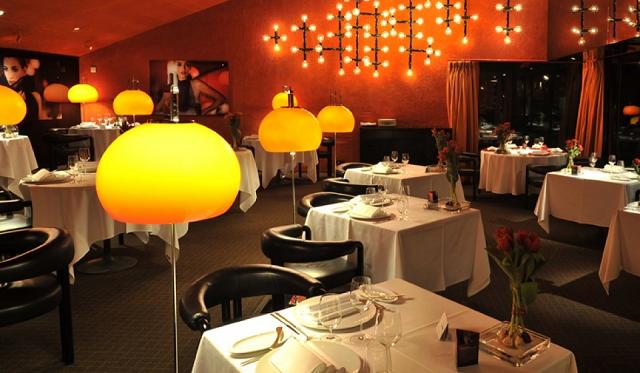 """""""Hier sind einige den besten Restaurants in Münich und ihre Essen. Luxus, schönes Wohndesign, Gourmetspeisekarten und schicke Plätze kann man dort finden.""""  Beste Restaurants auf München tantris restaurant munich wohn designtrend 01"""