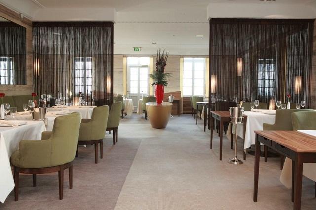 """""""Die Toprestaurants auf der Welt. Die besten Küchenchefs, Mahlzeiten und Geschmack. Die inspirative Designrestaurants und Dekoration."""""""