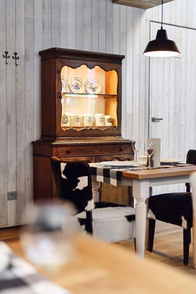 """""""Das bayerische Restaurant Althaus ist im Zentrum von Gydnia, Polen. Das Design von PB/STUDIO und Filip Kozarski kombiniert rustikale und moderne Dekoration.""""  Bayerisches Restaurant Althaus auf Polen von PB/Studio Bayerisches Restaurant Althaus Polen PB Studio Architektur und Design Wohn DesignTrend 09"""