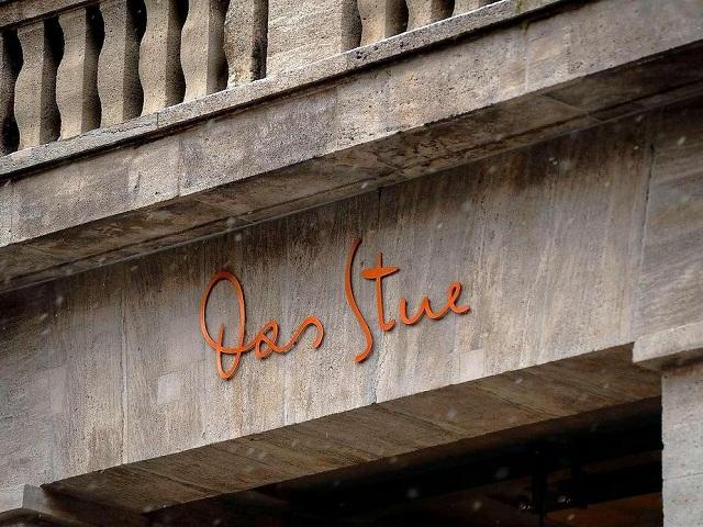 """""""Das Stue ist ein Ort, der Qualität, Herkunft und zeitgenössisches Design miteinander verbindet. Hat ein intimes Gefühl, wie ein luxuriöser Salon von Freunden.""""  Das luxuriöse Boutique Hotel Stue in Berlin Das Stue Designhotel Berlin Luxus und trendige Pl  tze Wohn DesignTrend 00"""