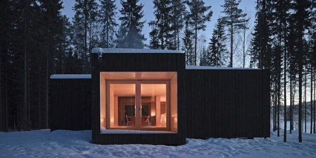 """Four-cornered Villa von Studio Avanto Architects; Familienhaus in Finnland; Minimalistisches Design."""