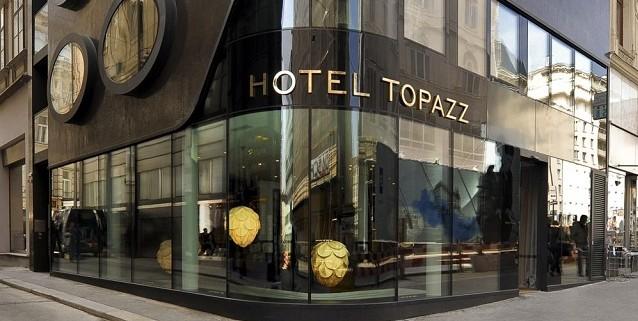 """""""Das 5-sterne Designhotel Topazz. Besondere Stimmung des zentral gelegenen Refugiums setzt sich in lediglich 32 Zimmern voller Behaglichkeit und Luxus fort."""""""
