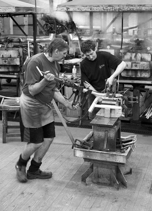 """""""Der Tram Chair entstand aus der jüngsten Kooperation mit dem etablierten Wiener Produktdesigner Prof. Thomas Feichtner.""""  Milan Design Week 2013: Thomas Feichtner und der Stuhl Tram Milan Design Week Tram Chair by Thomas Feichtner 06"""