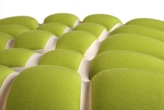 """""""Designerin Meike Harde. Wie dieser Ansatz an einem Polstermöbel aussehen könnte, zeigt ihr Hocker-Entwurf Ziehharsofika.""""  Polstermöbel Zieharsofika von Designerin Meike Harde Polstermoebel Zieharsofika von Designerin Meike Harde Architektur und Design Wohn DesignTrend 05"""