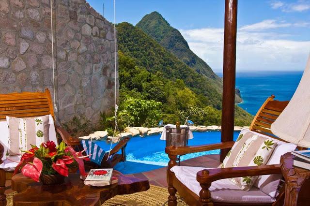"""""""Die schönsten Sommerfluchtsort, um viel Spaβ zu haben. Urlaubideen: Trendige Plätze, Sonne, Hitze, glasklares Meer, moderne Innenarchitektur.""""  Luxusleben: Die schönsten Sommerurlaubsorte Resort in St Lucia1"""