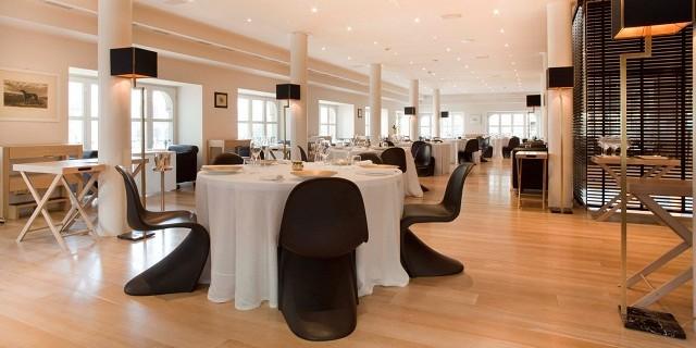 """""""Die Toprestaurants in Italien. Die besten Küchenchefs, Mahlzeiten und Geschmack. Die inspirative Designrestaurants und Dekoration."""""""