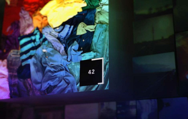 """""""#Untamed ist die erste digitale Photoausstellung ihrer Art. Die Installation wird von Ihren Instagram Photos befüllt. Inspiriert vom neuen Mercedes-Benz CLA.""""  #Untamed: Eine digitale Photo Installation von Mercedes-Benz Untamed Eine digitale Photo Installation von Mercedes Benz Marke Wohn DesignTrend 02"""