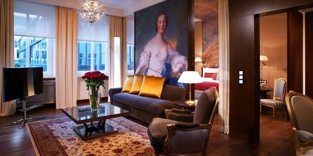 """""""Auf der Maximilianstraße im Zentrum von München, verbindet das Hotel Vier Jahreszeiten Kempinski Trend & Tradition mit Münchner Herzlichkeit & dezentem Luxus!"""""""