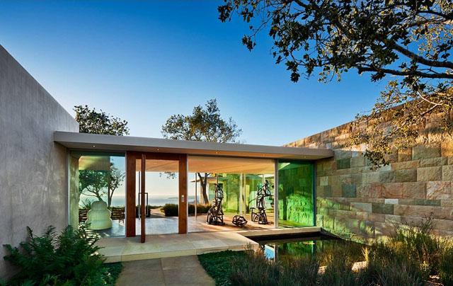 """""""Das Familiendomizil in den Bergen von Santa Barbara besteht aus zwei Pavillons aus vorgefertigen Industriebauteilen, die durch einen Gang verbunden sind.""""  Wohntrends: Stahlhaus in Montecito von Barton Myers Inc. Wohntrends Stahlhaus in Montecito von Barton Myers Associates Architektur und Design Wohn DesignTrend 08"""