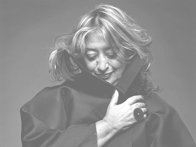 """""""Zaha Hadid ist eine der TOP 100 stärkste Frauen in dem Großbritannien. Sie hat viele Projekte der Innen- und Architektur gemacht.""""  Zaha Hadid, eine der stärksten Frauen der Welt Zaha Hadid Architektin Leute Wohn DesignTrend"""