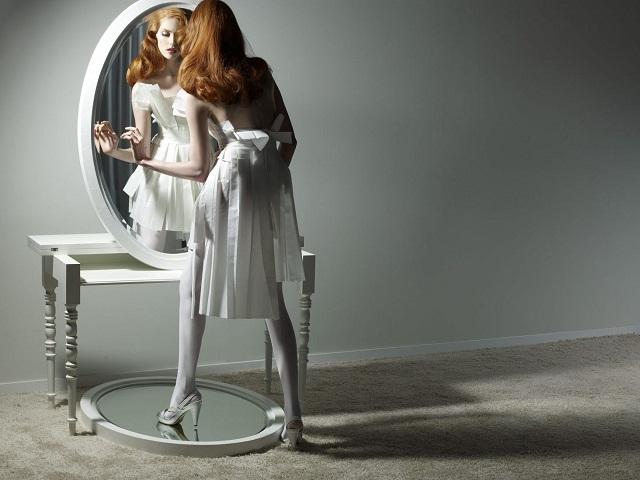 """""""Dekoideen: Moderne und dekorative Spiegel aus Holz und Glas. Es gibt verschiedene schöne Spiegel in verschiedenen geometrischen Formen und Größen.""""  Dekoideen: Moderne und dekorative Spiegel paper mirror moooi marken wohndesigntrend"""