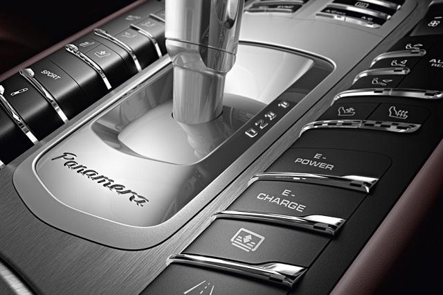 """""""Der Porsche Panamera S Hybrid avanciert zum schnellsten Auto mit kombiniertem Antrieb. Zugleich schafft der Sportwagen einen Bestwert im eigenen Haus.""""  Luxusleben: 2014 Neuer Porsche Panamera S E-Hybrid Luxusleben 2014 Neuer Porsche Panamera S Hybrid Mode und Lifestyle Wohn DesignTrend 10"""
