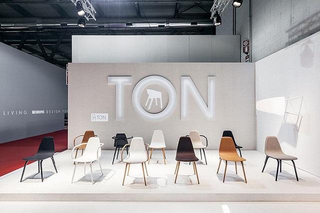 """""""Historisch gesehen ist TON ein Stück tschechisch-österreichischer Design- und Industriegeschichte und einer der ältesten Möbelhersteller der Welt.""""  Milan Design Week 2013: Die Woche auf TON Milan Design Week 2013 Die Woche auf TON Ereignisse Marke Wohn DesignTrend 02"""