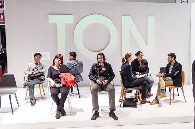 """""""Historisch gesehen ist TON ein Stück tschechisch-österreichischer Design- und Industriegeschichte und einer der ältesten Möbelhersteller der Welt.""""  Milan Design Week 2013: Die Woche auf TON Milan Design Week 2013 Die Woche auf TON Ereignisse Marke Wohn DesignTrend 06"""