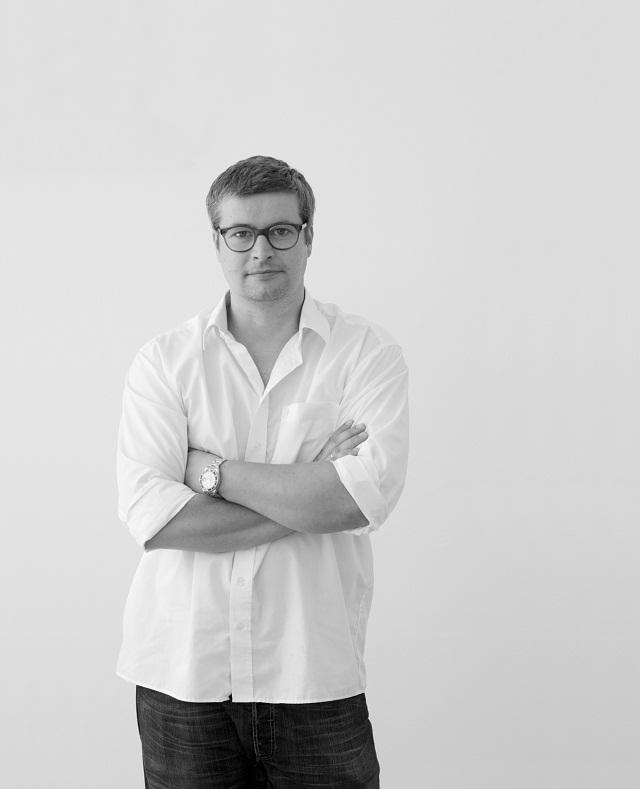 """""""Interview mit Thomas Feichtner. Zur Milan Design Week 2013 stellen Sie ein neues Produkt: Den Stuhl Tram. Können Sie über die Entstehungsgeschichte erzählen?""""  Milan Design Week 2013: Interview mit Thomas Feichtner Milan Design Week 2013 Interview mit Thomas Feichtner Ereignisse Leute Wohn DesignTrend 01"""