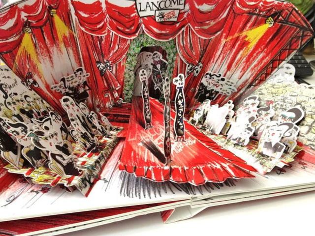 """""""Kooperation Lanvin-Designer Alber Elbaz hat die Bestseller von Lancôme neu eingekleidet. Ein erster Blick auf die bezaubernde Make-up-Kollektion.""""  Kooperation Lanvin-Designer Alber Elbaz für Lancôme Wohn DesignTrend    Alber Elbaz f  r Lanc  me 08"""