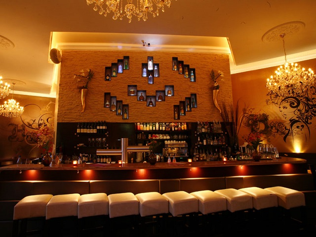 """""""Ob im Club aufdrehen oder in einer Bar genießen, das Nachtleben der Stadt ist vielseitig. Frankfurt ist eine Metropole der Techno-, House- und Dancefloormusik.""""  Luxusleben: Beste Design-Clubs in Frankfurt Wohn DesignTrend    Beste Design Clubs in Frankfurt Harveys"""