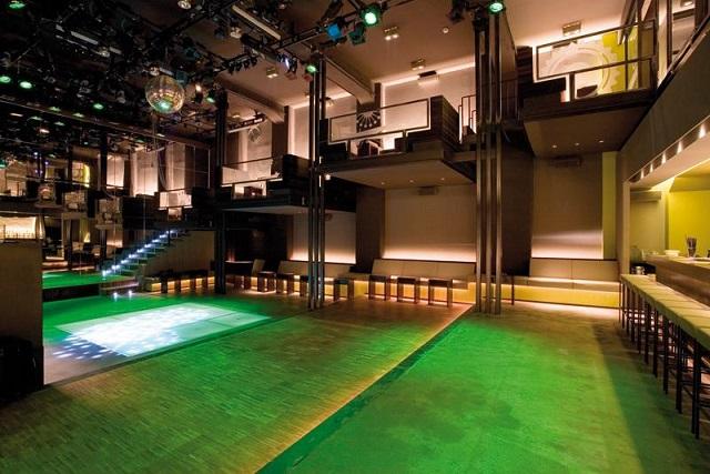 """""""Ob im Club aufdrehen oder in einer Bar genießen, das Nachtleben der Stadt ist vielseitig. Frankfurt ist eine Metropole der Techno-, House- und Dancefloormusik.""""  Luxusleben: Beste Design-Clubs in Frankfurt Wohn DesignTrend    Beste Design Clubs in Frankfurt Velvet"""
