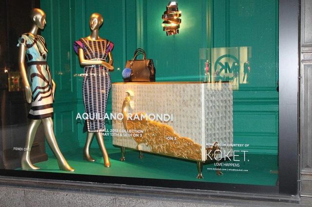 """""""KOKET ist jetzt an der Fenster von Saks an der Fifth Avenue in Manhattan, New York City. KOKET ist weltbekannt für einen höchst begehrenswerte Sammlung.""""  KOKET am Fenster von Saks, Fifth Avenue New York Wohn DesignTrend    KOKET an der Fenster von Saks Fifth Avenue New York 02"""