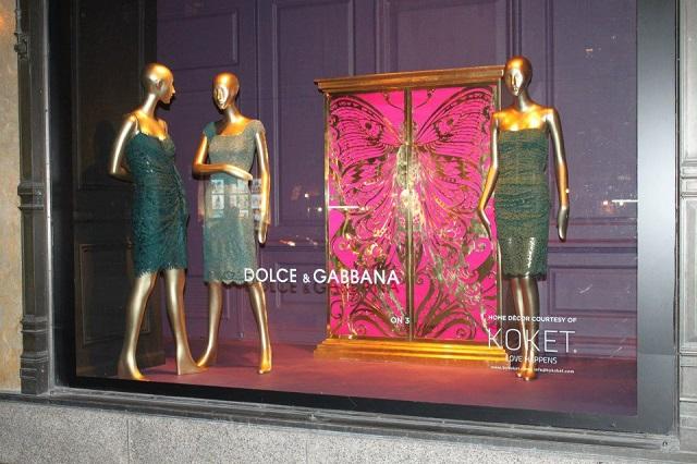 """""""KOKET ist jetzt an der Fenster von Saks an der Fifth Avenue in Manhattan, New York City. KOKET ist weltbekannt für einen höchst begehrenswerte Sammlung.""""  KOKET am Fenster von Saks, Fifth Avenue New York Wohn DesignTrend    KOKET an der Fenster von Saks Fifth Avenue New York 03"""