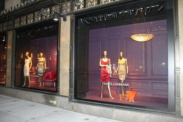 """""""KOKET ist jetzt an der Fenster von Saks an der Fifth Avenue in Manhattan, New York City. KOKET ist weltbekannt für einen höchst begehrenswerte Sammlung.""""  KOKET am Fenster von Saks, Fifth Avenue New York Wohn DesignTrend    KOKET an der Fenster von Saks Fifth Avenue New York 09"""