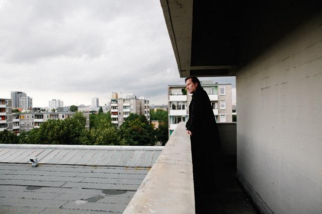 """""""In Berlin ist der Architekt Arno Brandlhuber spätestens seit dem Umbau der Brunnenstraße 9 (Galerienhaus KOW) bekannt. Beton repräsentiert das moderne Leben.""""  Wohnung-Büro der Architekt Brandlhuber, Mitte, Berlin Wohn DesignTrend    Wohnung B  ro der Architekt Brandlhuber Mitte Berlin 02"""