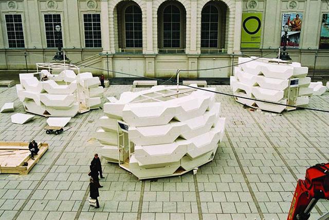"""""""Das Team der PPAG hat sich für den Auftrag des Wiener MQ neue Punschstände zu entwickeln ein Möbelkonzept ausgedacht, bei dem es einerseits möglich ist mehrere Einzelmöbel aufeinander zu stellen in verschieden Varianten, und andererseits jedes Teil auch einzeln nutzen zu können.   ENZI – Kulturobjekte in Wien, MQ 640"""