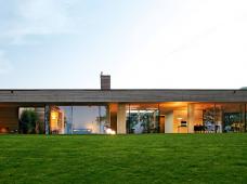 Wohntrends: Bungalow aus Holz und Glas von Zech Architektur