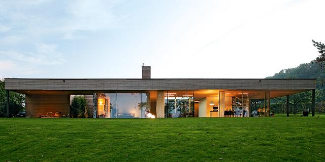 Wohntrends bungalow aus holz und glas von zech architektur wohn designtrend - Bungalow moderne architektur ...