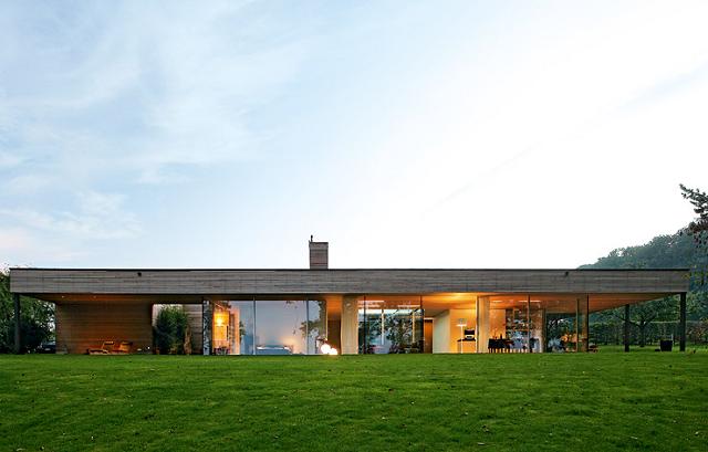 wohntrends bungalow aus holz und glas von zech architektur wohn designtrend. Black Bedroom Furniture Sets. Home Design Ideas