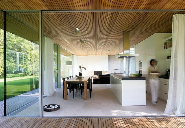 Wohn designtrend bungalow aus holz und glas von zech architektur 02