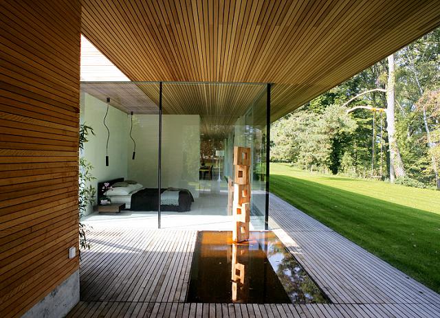 Wohntrends bungalow aus holz und glas von zech for Moderne bungalows mit viel glas