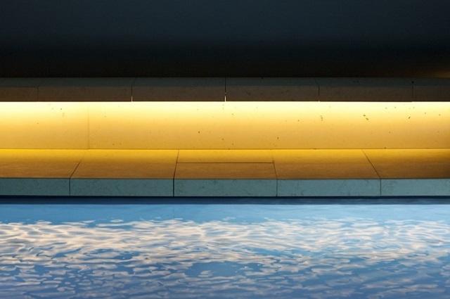 """""""Das perfekte Beton Schwimmbad von Ian Shaw Architekten in Darmstadt, Deutschland. Kreativität, Liebe zum Detail sowie Qualität und Präzision der Umsetzung.""""  Das perfekte Beton Schwimmbad von Ian Shaw Architekten Wohn DesignTrend Das perfekte Beton Schwimmbad von Ian Shaw Architekten 07"""