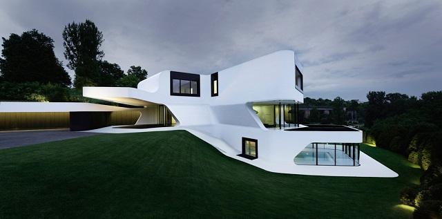 """""""Wohntrends: Villa Dupli Casa von J. Mayer H. Architekten. Die Geometrie der Dupli.Casa basiert auf dem Umriß des Vorläuferbaus."""""""