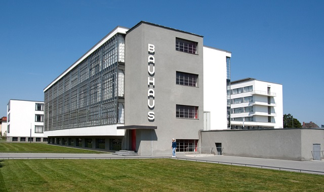 """""""Deutschland ist weltweit bekannt für seine Offenheit gegenüber anderen Kulturen und neuen Künstlern. Beste Galerien in Deutschland.""""  TOP 10 Kunst Galerien in Deutschland Wohn DesignTrend Galerien in Deutschland Bauhaus Berlin"""