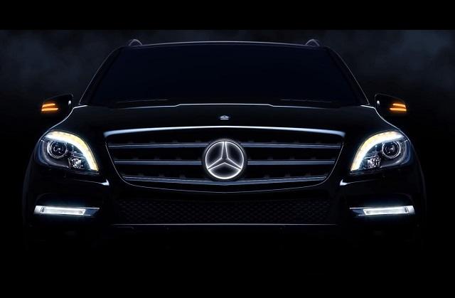 """""""Mercedes Benz Accessories: Der beleuchtete LED-Stern -the """"illuminated Star"""". Das LED-Logo schaltet sich beim Motorstart aus und lässt sich nur bei Modellen.""""  Mercedes Benz Accessories: Der beleuchtete LED-Stern Wohn DesignTrend Mercedes Benz Accessories der beleuchtete LED Stern 01"""